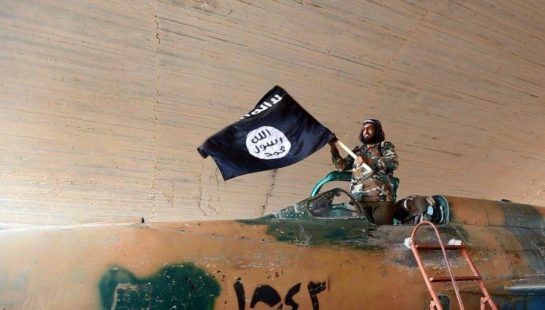 Боец Исламского государства в городе Ракка, Сирия