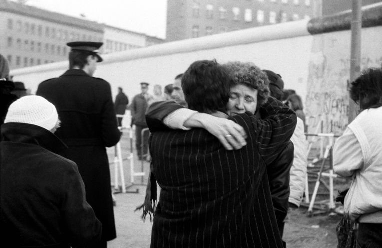 Встреча после демонтажа части Берлинской стены