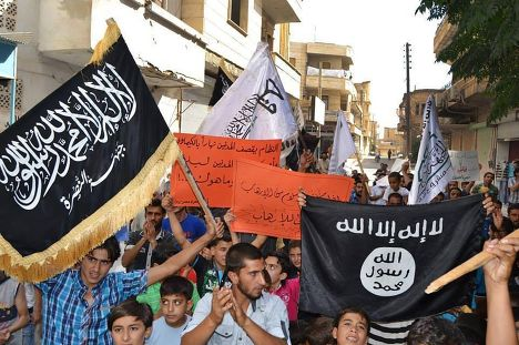 Демонстрация сторонников Исламского государства и «Фронта ан-Нусра» в городе Маарат-Масрин, Сирия