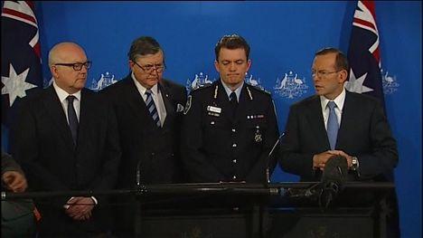 Джордж Брэндис, Дэвид Ирвин, Эндрю Колвин и Тони Эббот на пресс-конференции в Мельбурне, 12 сентября 2014 года