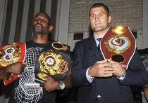 Российский и американский боксеры Сергей Ковалев и Бернард Хопкинс