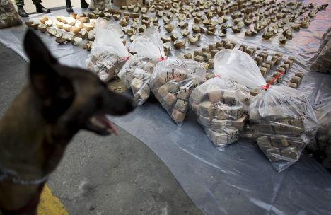 Пакеты с конфискованным кокаином в Каракасе