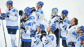 Игроки сборной Финляндии после проигрыша в полуфинальном матче чемпионата мира по хоккею 2012 между сборными командами России и Финляндии