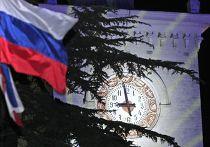 Часы на железнодорожном вокзале Симферополя