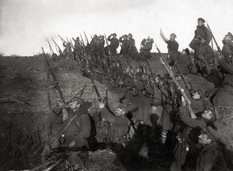 Болгарские солдаты в окопе