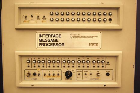 Мини-компьютер BBN IMP, использовавшийся в создании подсети ARPANET