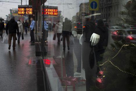 Табло с курсом валют на улице Москвы