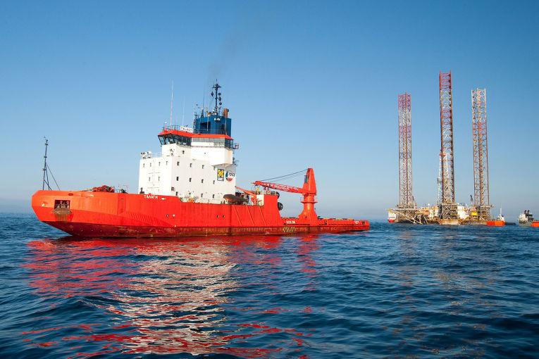 Погрузка самоподъемной буровой установки (СПБУ) Transocean Shelf Explorer