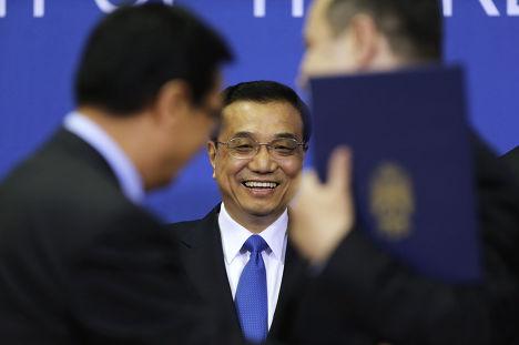 Премьер-министр Китая Ли Кэцян перед пресс-конференцией в Белграде