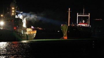 Судно с мигрантами в итальянском порту