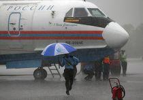 Самолет МЧС России Бe-200, принимающий участие в поисковых работах в Яванском море, 4 января 2015