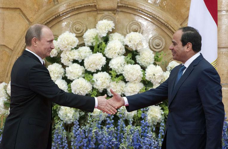 Президент России Владимир Путин и президент Египта Абдель Фаттах Ас-Cиси во время совместного заявления для прессы по итогам российско-египетских переговоров в Каире