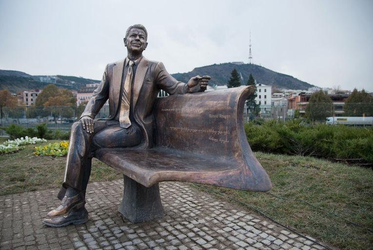 Памятник Рональду Рейгану открыт в Тбилиси
