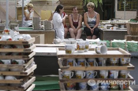 Работницы отдыхают на Добрушском фарфоровом заводе в Белоруссии