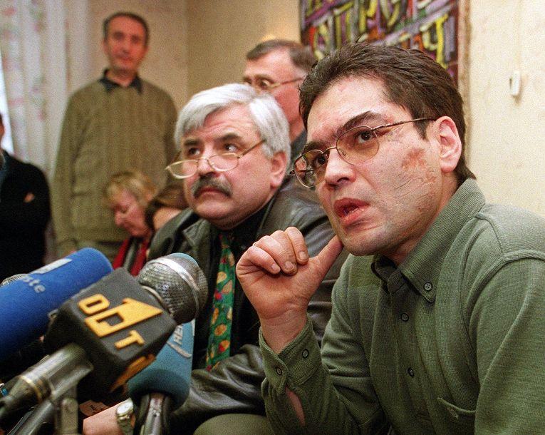 Корреспондент «Радио Свободы» Андрей Бабицкий на пресс-конференции после освобождения из плена