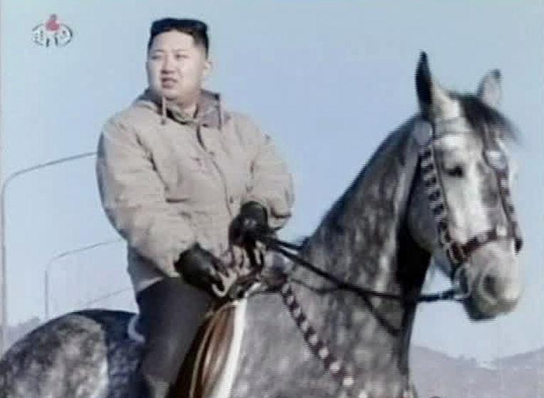 Лидер КНДР Ким Чен Ын катается на лошади
