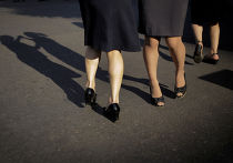 Женщины танцуют в центре Пхеньяна