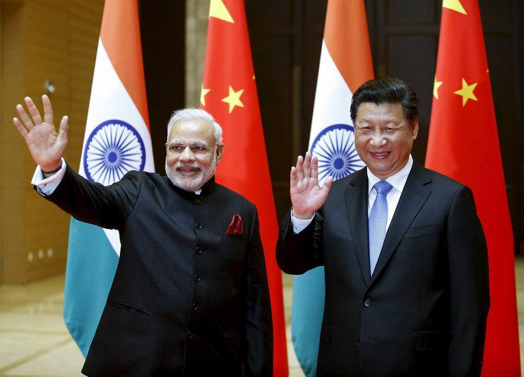 Премьер-министр Индии Нарендра Моди и президент Китая Си Цзиньпи во время встречи в Китае. 14 мая 2015