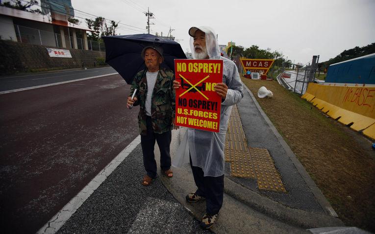 Жители Окинавы протестуют против размещения конвертопланов Osprey на военно-воздушной базе корпуса морской пехоты «Футенма»