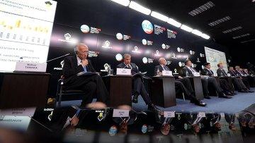 """Саммит глав энергетических компаний """"Новый баланс на рынке нефти и его последствия"""" в рамках ПМЭФ 2015"""