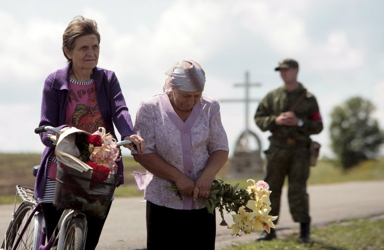 Траурные мероприятия на месте крушения Boeing возле поселка Грабово Донецкой области