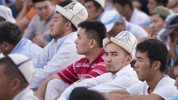 Айт-намаз в честь окончания священного месяца Рамазан в Бишкеке