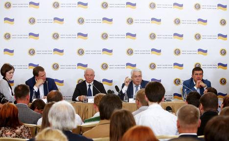 Игорь Марков, Николай Азаров и Владимир Олейник на пресс-конференции в гостинице «Украина» в Москве