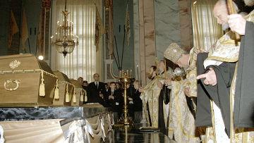 Захоронение останков императора Николая II, членов его семьи и приближенных в Петропавловском соборе