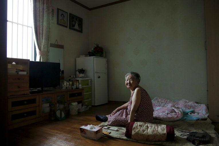 Кир Вон Окх в доме для бывших «женщин для утешения» в Сеуле