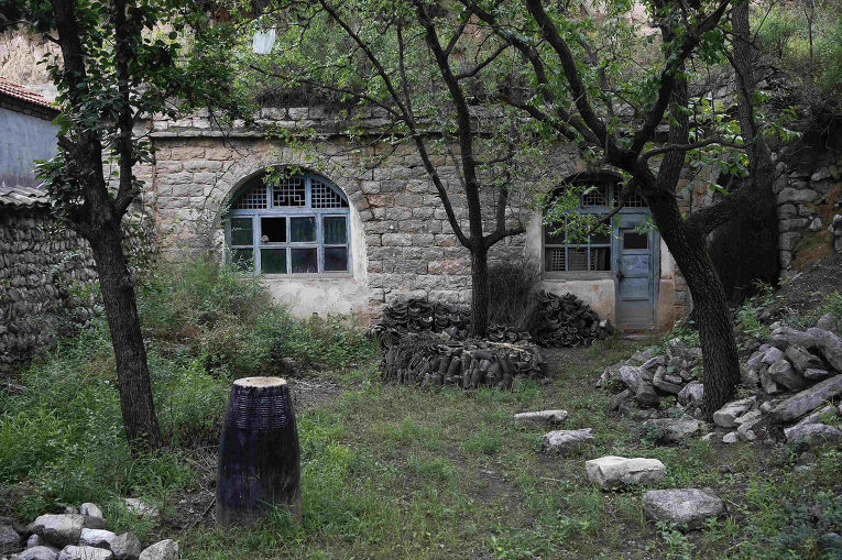 Заброшенная крепость в деревне Сипань, где во время Второй мировой японские солдаты содержали женщин