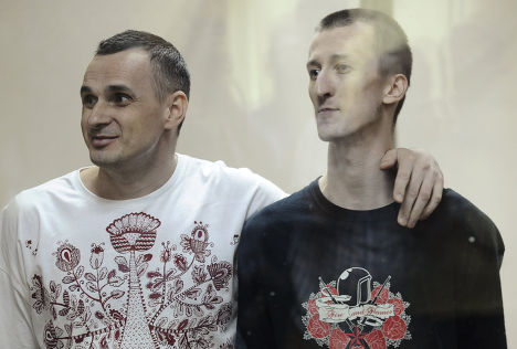 Олег Сенцов и Александр Кольченко в зале суда