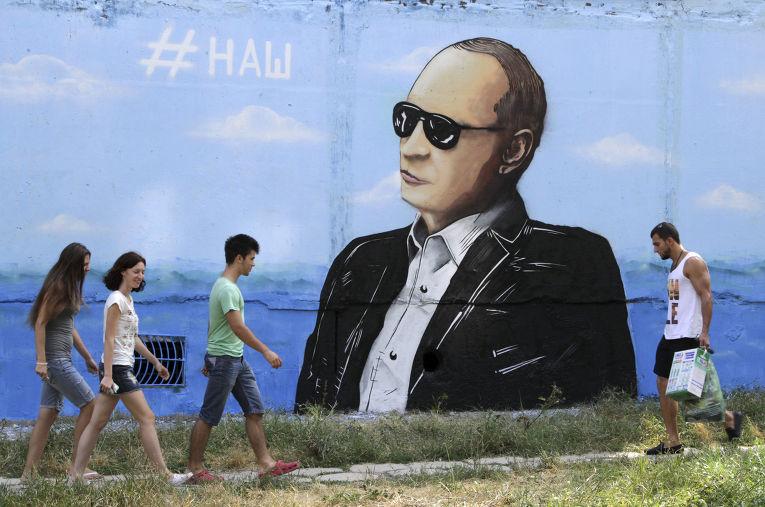 Граффити с изображением Владимира Путина в Симферополе