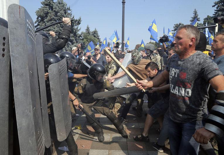 Столкновения у здания Верховной рады в Киеве