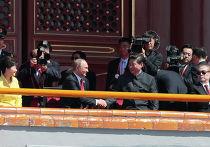 Владимир Путин и Си Цзиньпин перед началом парада на площади Тяньаньмэнь в Пекине