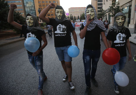 Участники акций протеста в Бейруте