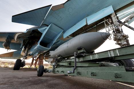 Истребитель-бомбардировщик Су-34 на авиабазе «Хмеймим» в сирийской провинции Латакия
