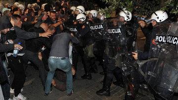 Столкновения у здания парламента в столице Черногории Подгорице