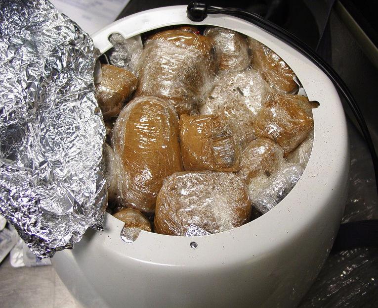 Опиум, спрятанный в пачках корицы внутри рисоварки
