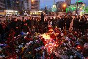 Цветы у посольства Франции в Москве