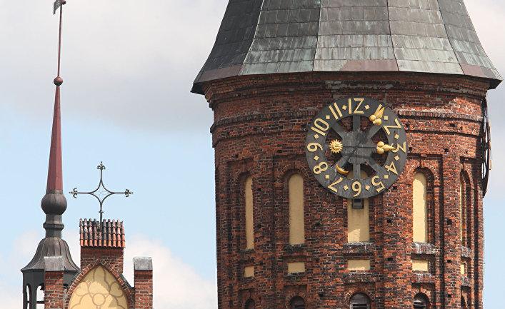 Трехсторонние башенные часы-куранты Кафедрального собора в Калининграде
