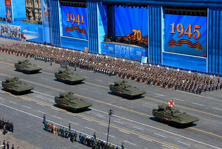 Боевая машина пехоты (БМП) на гусеничной платформе «Армата» во время генеральной репетиции парада Победы