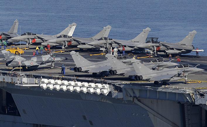 Самолеты на палубе атомного авианосца «Шарль де Голль»