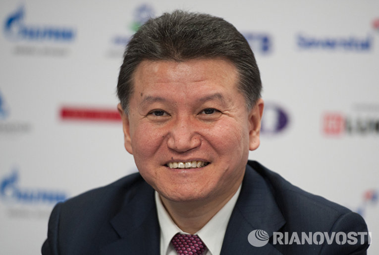 Глава ФИДЕ Кирсан Илюмжинов на пресс-конференции после церемонии закрытия чемпионата мира по шахматам среди женщин в Сочи