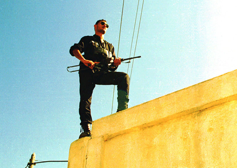 Алжирский полицейский, 1995 год