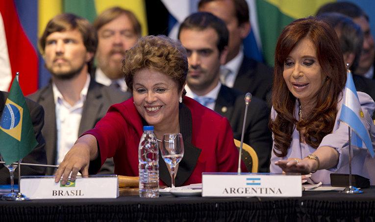 Президент Бразилии Дилма Русеф и президент Аргентины Кристина Киршнер на саммите МЕРКОСУР