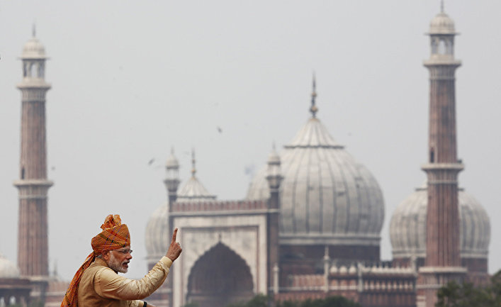 Премьер-министр Индии Нарендра Моди выступает в Нью-Дели на День независимости