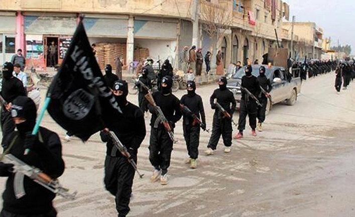 Боевики ИГИЛ (запрещена в РФ) во время парада в городе Ракка