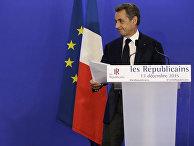 Лидер Республиканской партии Николя Саркози выступает с речью после объявления результатов второго раунда местных выборов