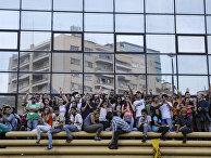 Сторонники Демократической партии празднуют победу на выборах в Каракасе