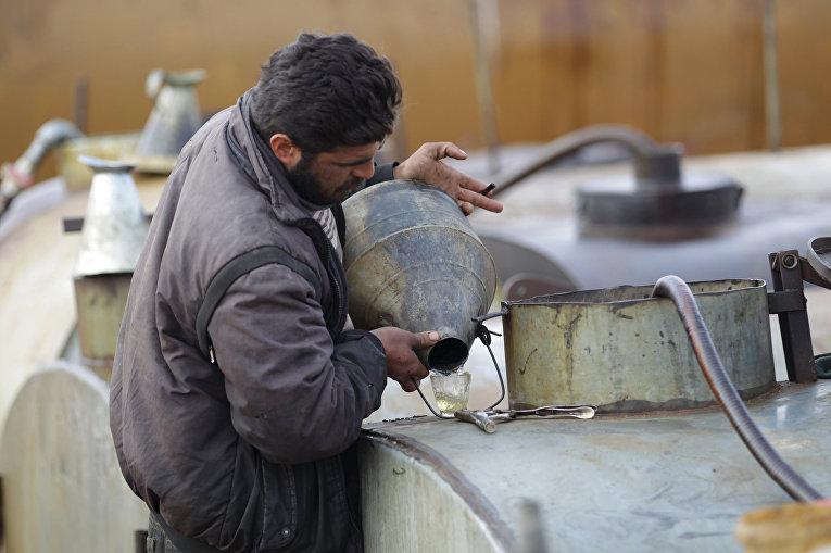 Нефтеперерабатывающее предприятие «Исламского государства» в городе Марчмарин в провинции Идлиб